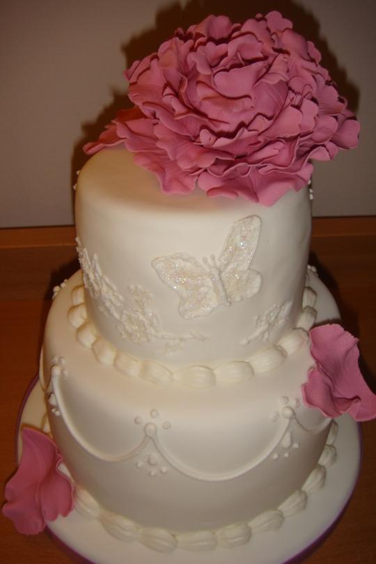 tarta de boda con peonia